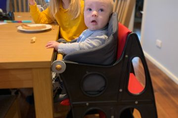 Child in Hokus Pokus highchair at dining table